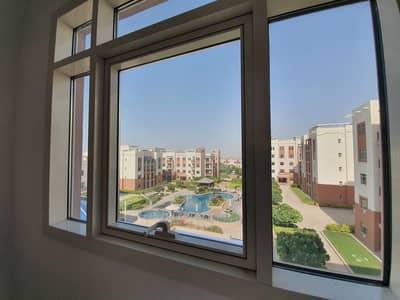 شقة 2 غرفة نوم للايجار في الغدیر، أبوظبي - Pool view