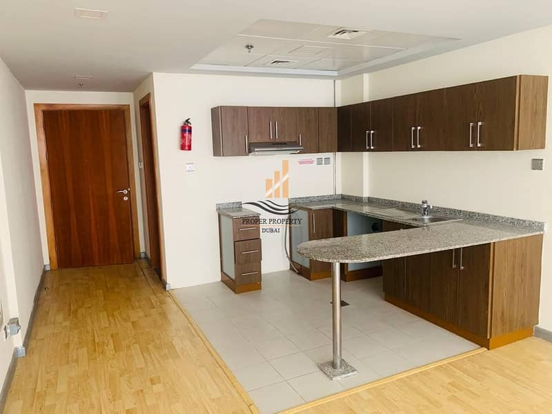 2 Spacious Studio with Wooden Floor and Balcony in DSO