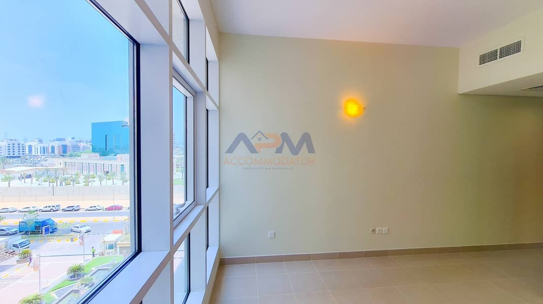 Excellent 2 Bed Apartment + Laundry Room + Pool + Gym.