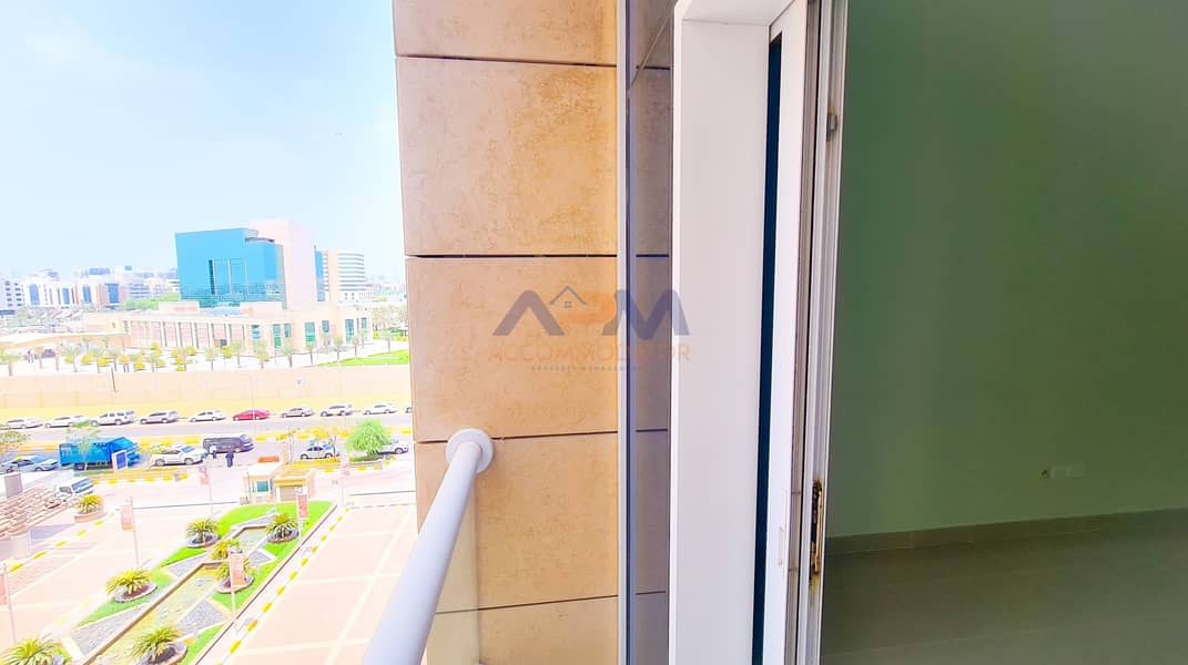 2 Excellent 2 Bed Apartment + Laundry Room + Pool + Gym.