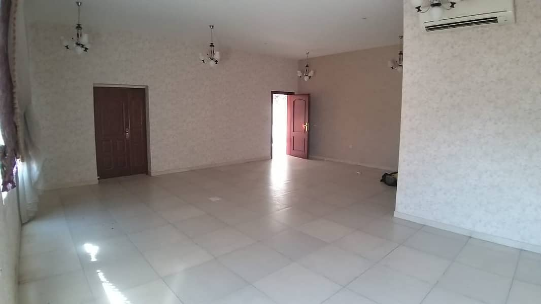 SPACIOUS AND WELL MAINTAINED 5 BEDROOM HALL VILLA