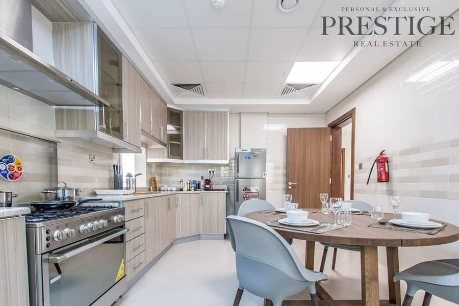 2 Luxurious 5 Bedroom Villa   Close to Metro