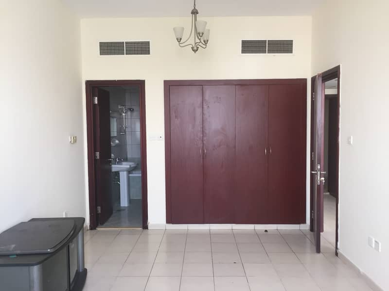 1 BHK For Sale England  Cluster Parking View