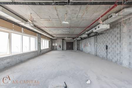 طابق تجاري  للبيع في الخليج التجاري، دبي - Full Floor | Shell & Core | Canal View