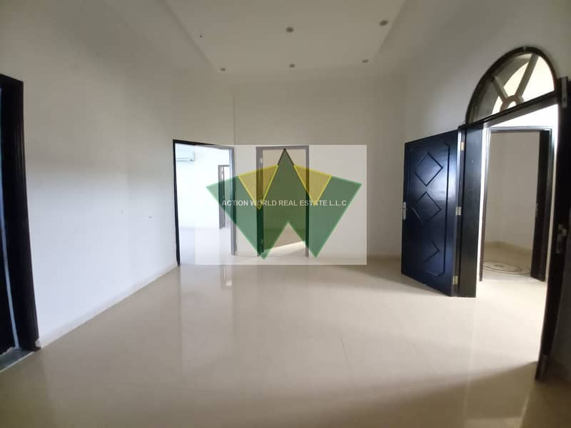 Fabolous 4 BHK with Maid room  with private intrance in Baniyas
