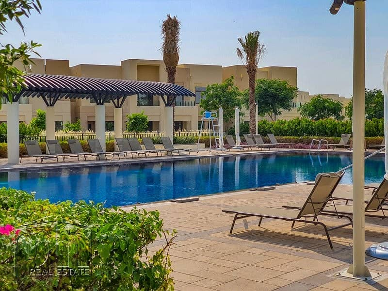 2 Opposite Park and Pool - Available - 3 Bed
