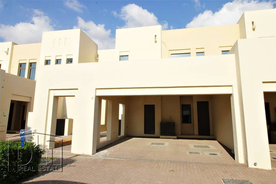 Opposite Park and Pool - Available - 3 Bed