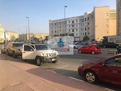 محل تجاري  للايجار في المدينة العالمية، دبي - محل تجاري في الحي الفرنسي المدينة العالمية 22000 درهم - 4765013