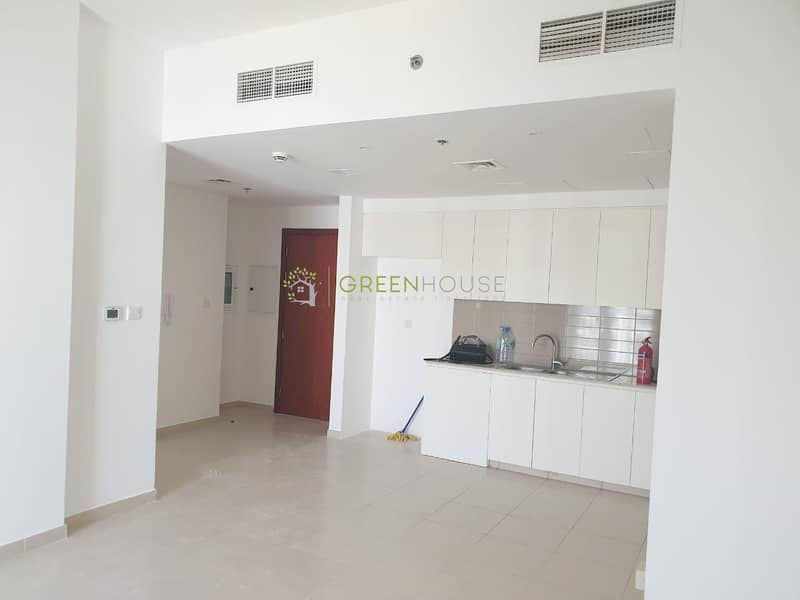 2 Rented Unit | Pool View | Spacious 2BR Apartment with Balcony | Zahra 2B