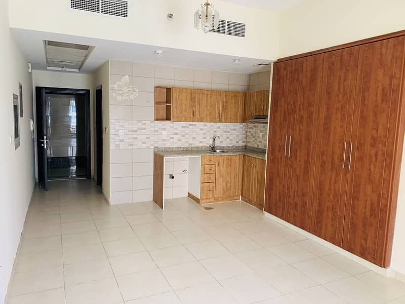 Studio for rent reserved   car  parking  Cordoba palace