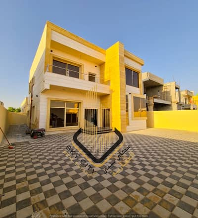 Two-storey villa, personal finishing, with large monsters, at an attractive price, directly from the owner