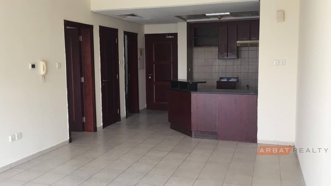2 BEST DEAL ONE BEDROOM WITH BALCONY FREE CHILLER IN ST 2 FOR ONLY 42K