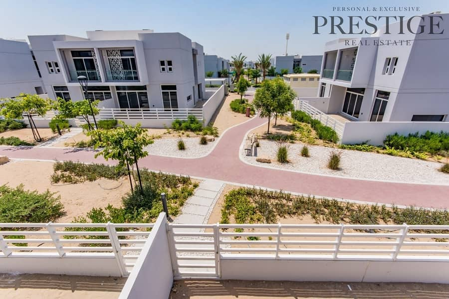 Brand new   4 Beds    on pool and park