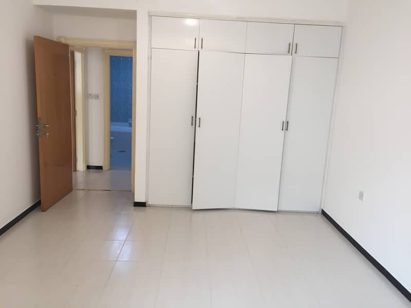 HUGE STUDIO WITH  AVAILABLE WELL GOOD BUILDING MAINTENANCE FREE VERY VERY CLOSE TO METRO STATION ONLY 2 MINTS ONLY 29,999K