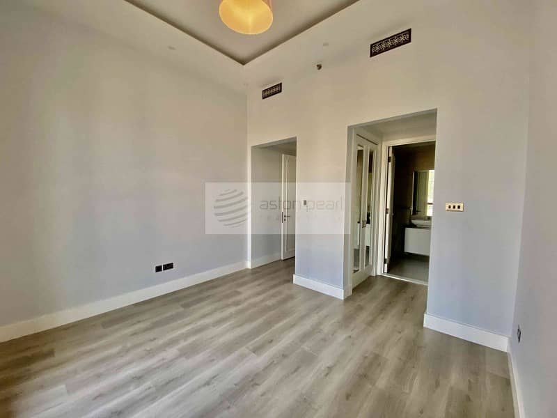 10 4 Bedroom Penthouse | Upgraded |Vacant on Transfer