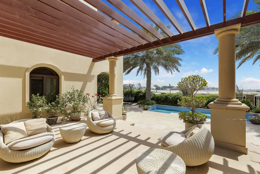 Extended villa in prime location - golf frontage