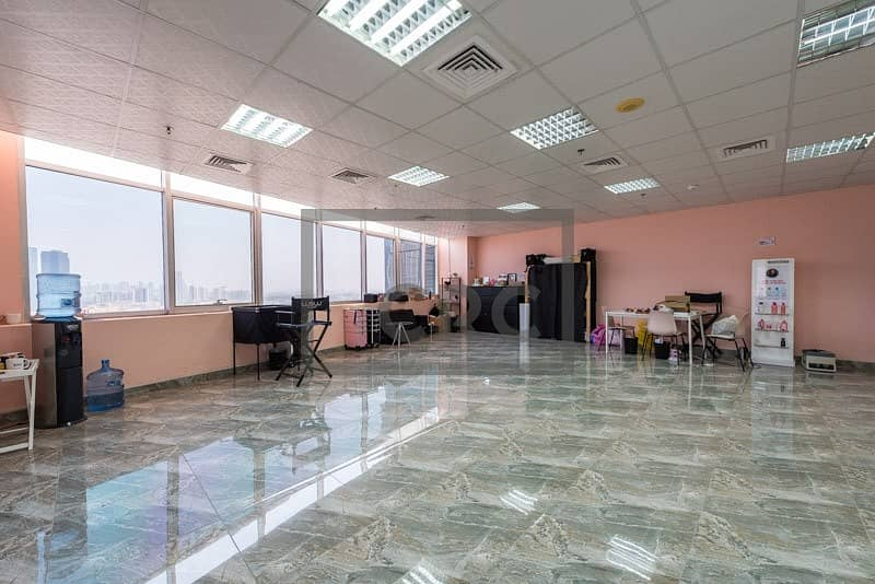 2 Fitted | Marble Floor| Vacant | Corner Unit