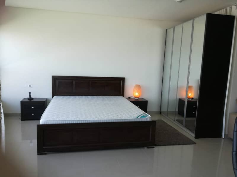 Bright Furnished Studio + Sea View - 12 Payments!!