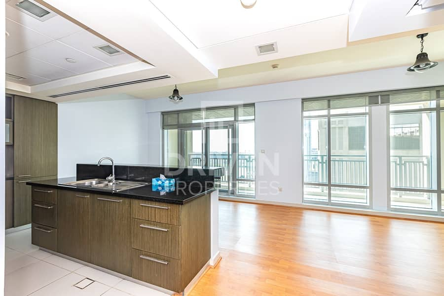 2 Bright 1 Bed Apartment with Burj Khalifa View