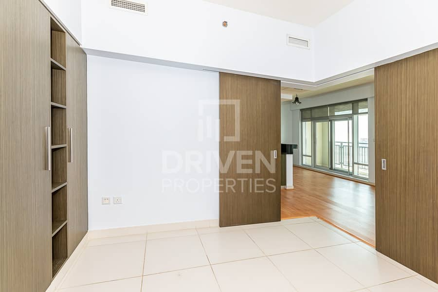 12 Bright 1 Bed Apartment with Burj Khalifa View