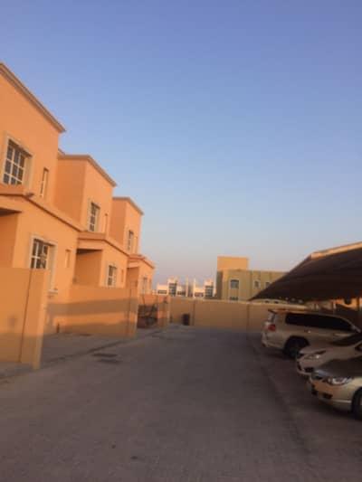 فیلا 4 غرف نوم للايجار في مدينة شخبوط (مدينة خليفة ب)، أبوظبي - للايجار فيلا بسعر مميز 4 غرف نوم وخادمة داخل مجمع