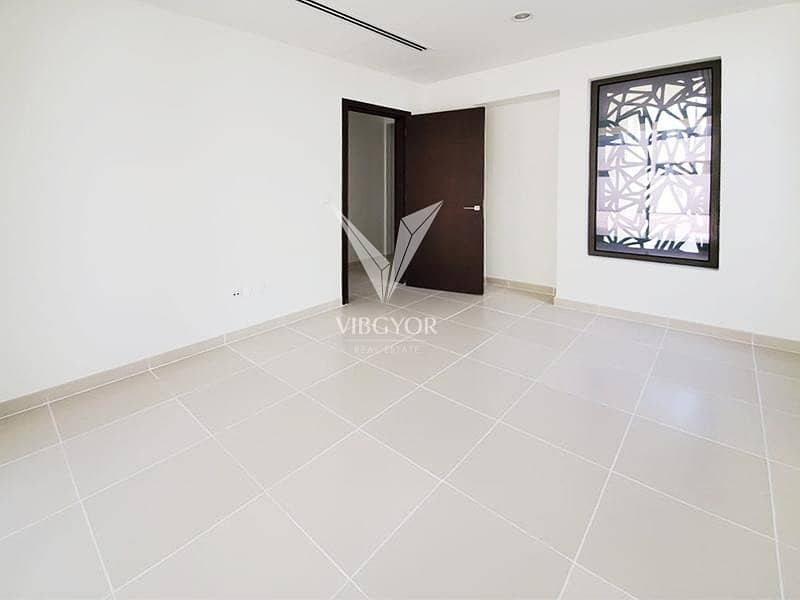23 Great Value   Corner Unit   Near to Pool and Park