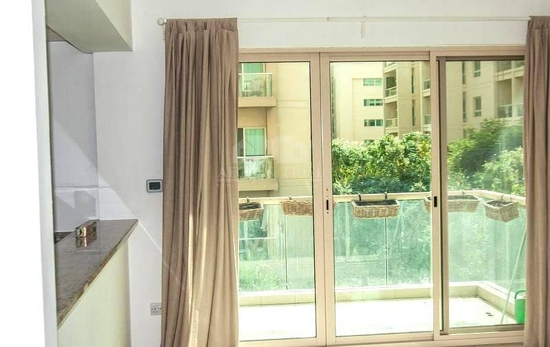 2 Double window 1BR in  Arta I Pool and Garden  view