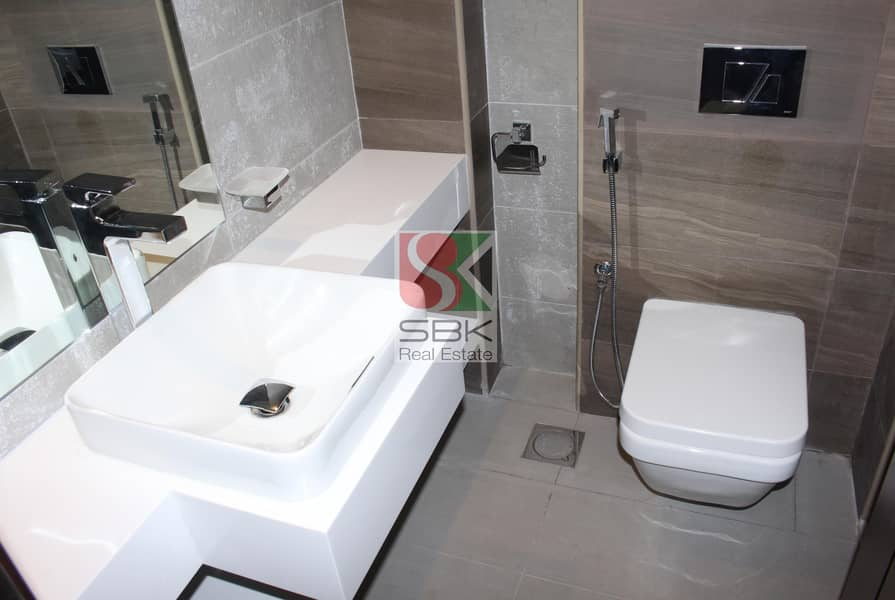 10 Spcious and Luxurious 1 bedroom Available in Jumeirah 3