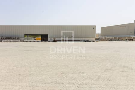 Well-managed Industrial Warehouse with Crane