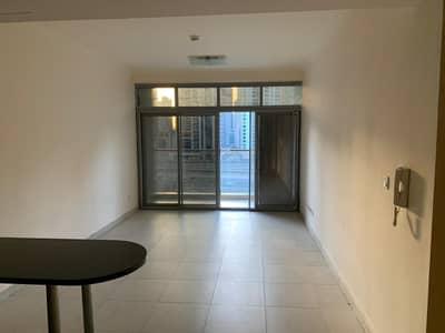 فلیٹ 1 غرفة نوم للايجار في أبراج بحيرات الجميرا، دبي - Well maintained with balcony vacant unit