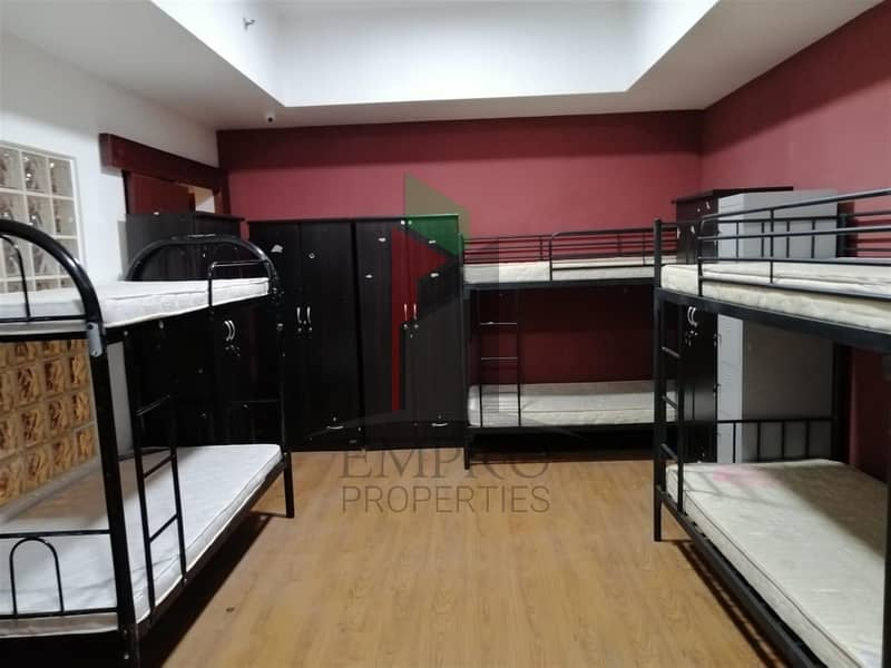 Furnished bed space available for bachelors - Close to Metro