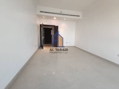 2 Bedroom Apartment for Rent in Danet Abu Dhabi, Abu Dhabi - Biggest Apartment W/Good View & Parking