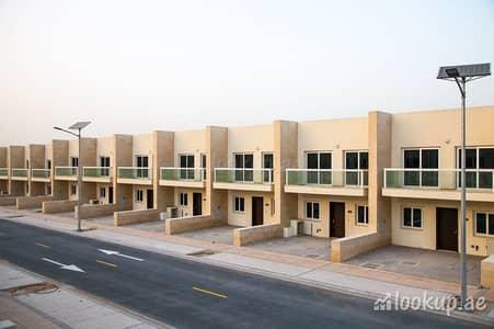تاون هاوس 3 غرف نوم للبيع في المدينة العالمية، دبي - تاون هاوس في قرية ورسان المدينة العالمية 3 غرف 1320000 درهم - 4770793