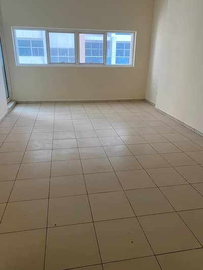 ONE BEDROOM APARTMENT AVAILABLE FOR 23000 YEARLY WITH PARKING.