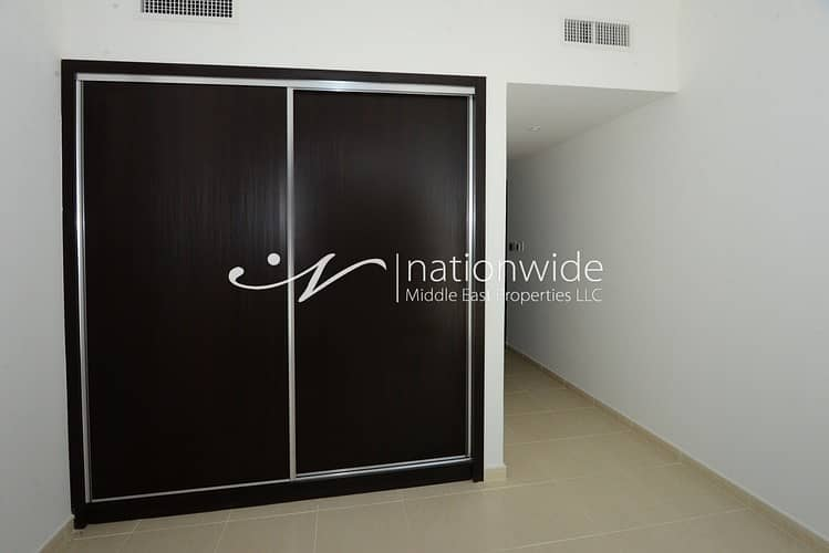 2 Vacant! Alluring 3 BR Townhouse In Mangrove Place