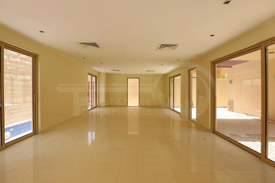 2 Good Price! Spacious Villa with Private Pool
