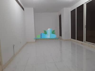 شقة 3 غرف نوم للايجار في شارع حمدان، أبوظبي - Cool 3 Bedrooms Apartment   Hurry Book your Now!