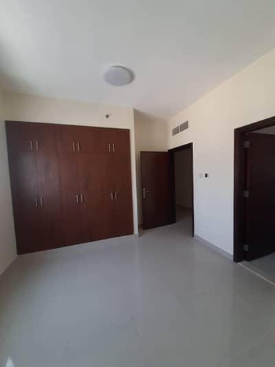 شقة 2 غرفة نوم للايجار في النعيمية، عجمان - شقه غرفتين وصاله مع ثلاثه حمام  مع خزانات بالحوايط مع براكينج بالنعيميه1