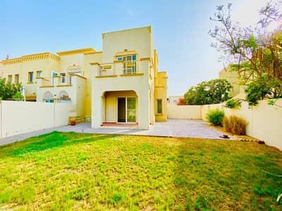 فیلا 3 غرف نوم للايجار في الينابيع، دبي - فیلا في الينابيع 5 الينابيع 3 غرف 125000 درهم - 4773089