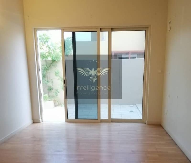 2 Well Maintained/ Great Layout Villa for Occupancy!