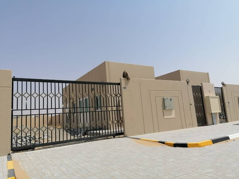 BAUNDRY WALL FOR SALE IN EMIRATES INDUSTRIAL AREA NEW AL HANOO