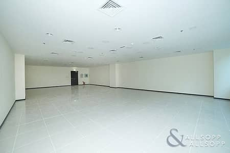 مکتب  للايجار في الخليج التجاري، دبي - Fitted Office | 4 Parking Spaces | Available