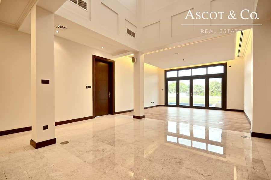10 Luxurious 6 Bed | Corner Plot | Basement