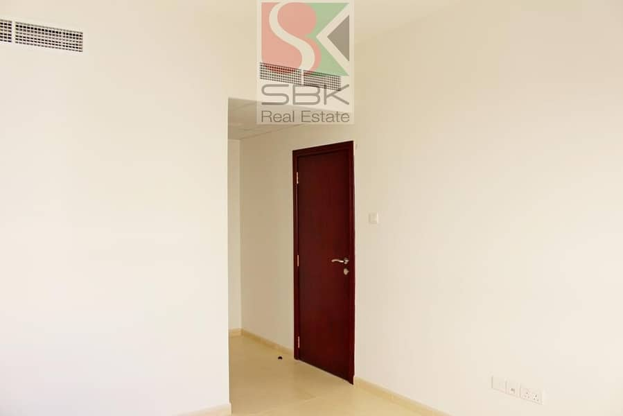 2 PRIME LOCATION 1 BHK FOR SHARING CLOSE TO DEIRA CITY CENTER METRO STATION
