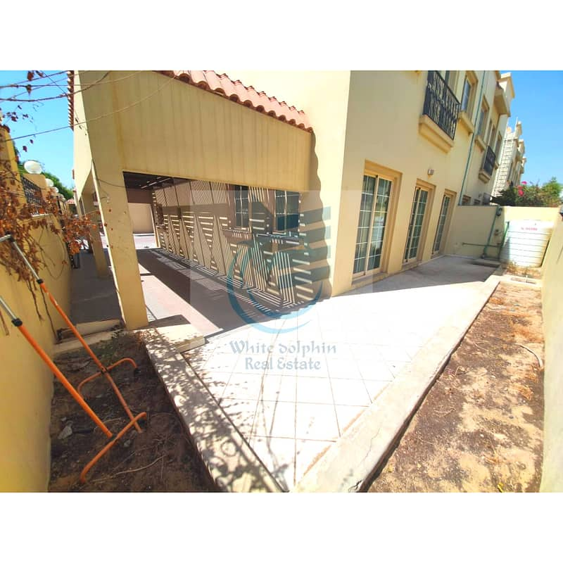 **1 MONTH FREE**WELL MAINTAINED-LARGE CORNER 3 BR-PVT BACKYARD-PANTRY-MAID VILLA ON A PRIME LOCATION