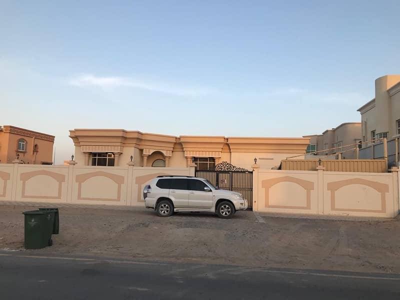 For rent a villa, one floor 3, a majlis and a hall
