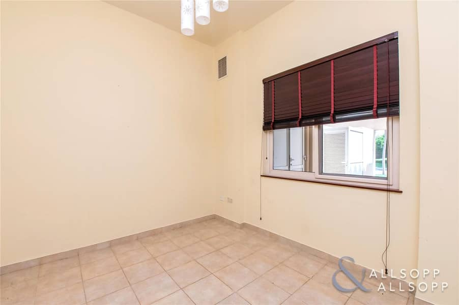 2 4 Beds   Great Location   Close To Pool
