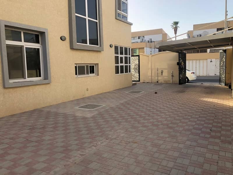 BRAND NEW 4 BEDROOM HALL WITH 13 MONTHS CONTRACT