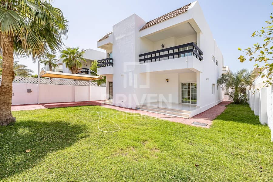 24 Well-managed Villa with Garden and Maids Room