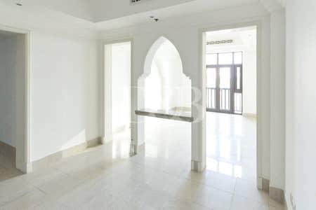 شقة 1 غرفة نوم للايجار في المدينة القديمة، دبي - Chiller Free | Spacious | Lake + Mall Views